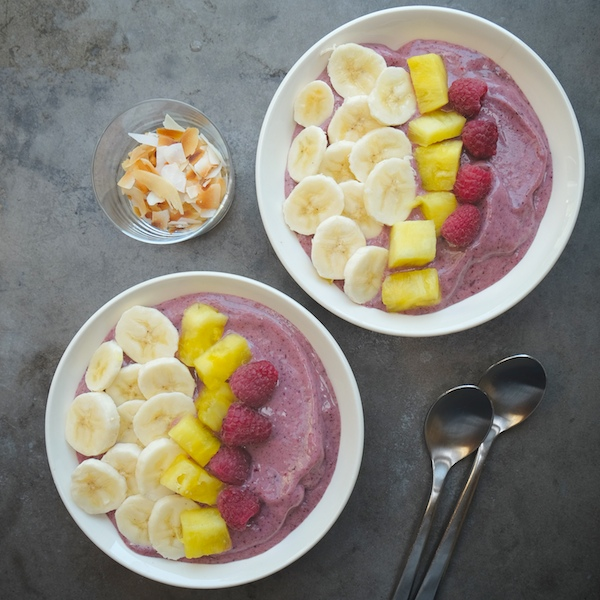 Tropical Smoothie Bowls // shutterbean