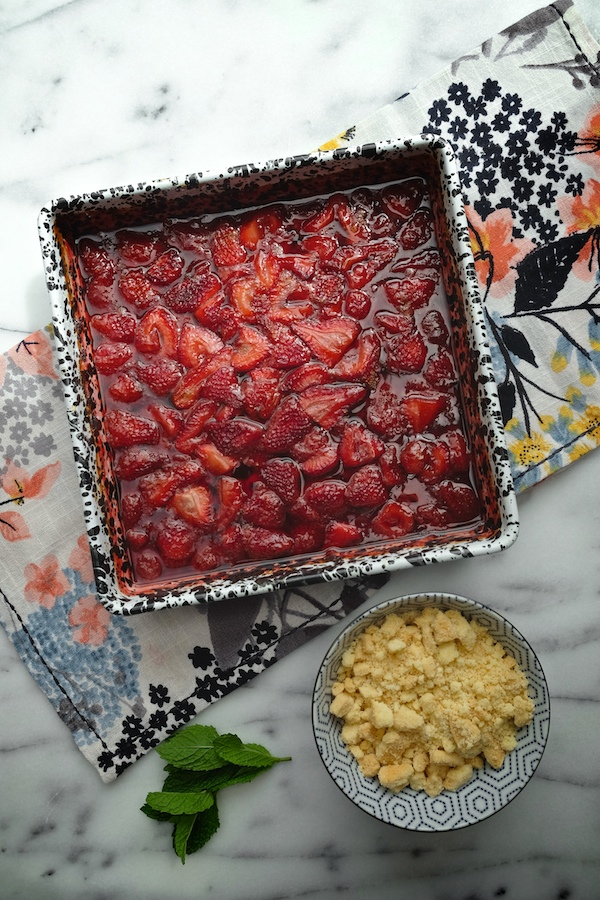 Shortbread Strawberry Crumble // shutterbean