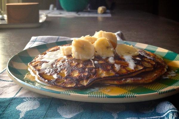 Flourless Pumpkin Spice Pancakes // shutterbean