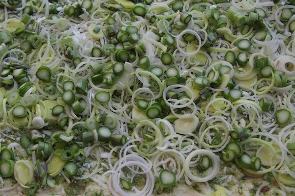 Asparagus & Leek Pizza // shutterbean