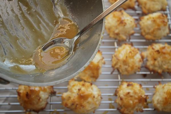 Salted Caramel Macaroons // shutterbean
