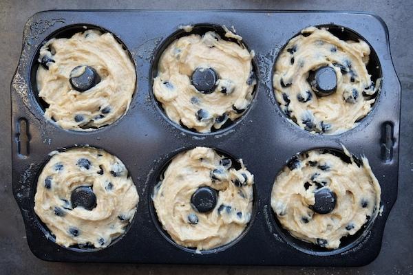 Baked Blueberry Crumb Doughnuts // shutterbean