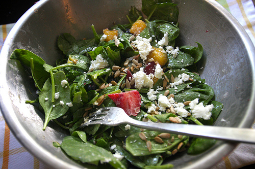 Spinach Salad with Fruits & Goat Cheese