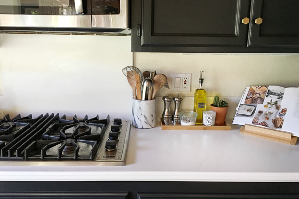See how Tracy of Shutterbean transforms her taupe kitchen cabinets to BLACK. Around the House: The Kitchen After photos are on Shutterbean.com!