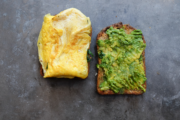 Spinach Egg Breakfast Sandwich is a healthy way to fill you up in the morning. Find the recipe on Shutterbean.com