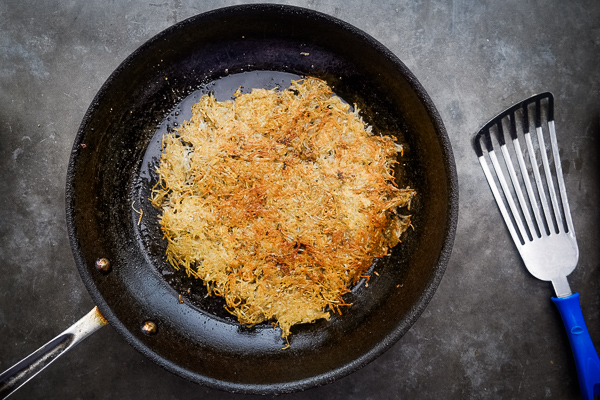 Hash Brown Omelet! A new take on breakfast. Inside you'll find fried eggs, tomatoes with oregano and bacon. Recipe on Shutterbean.com