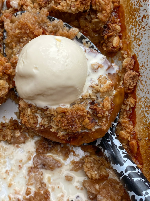 Baked Apples with Oat Crumble
